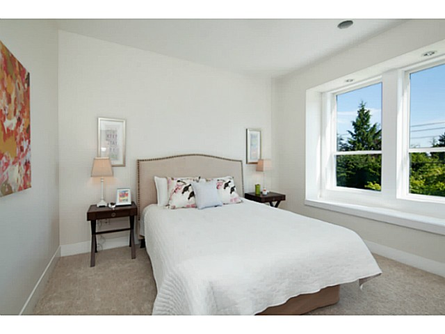 Photo 16: 1136 RONAYNE Road in North Vancouver: Lynn Valley House for sale : MLS® # V1122985