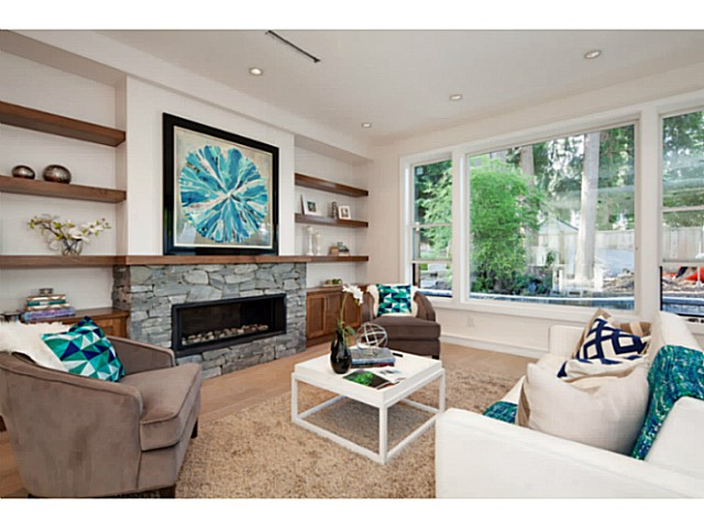 Photo 3: 1136 RONAYNE Road in North Vancouver: Lynn Valley House for sale : MLS® # V1122985