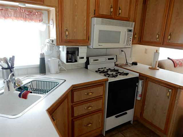 "Photo 3: 56 2170 PORT MELLON Highway in Gibsons: Gibsons & Area Manufactured Home for sale in ""Langdale Heights RV Park & Par 3 Golf Resort"" (Sunshine Coast)  : MLS(r) # V1134753"