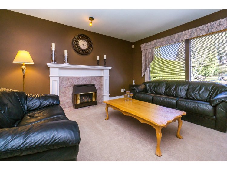 Photo 6: 7757 143 Street in Surrey: East Newton House for sale : MLS(r) # R2037057