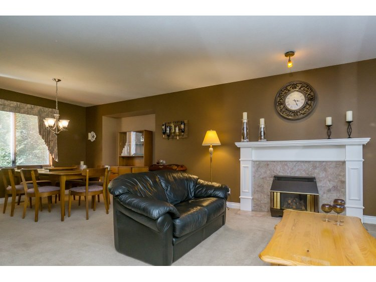 Photo 5: 7757 143 Street in Surrey: East Newton House for sale : MLS(r) # R2037057
