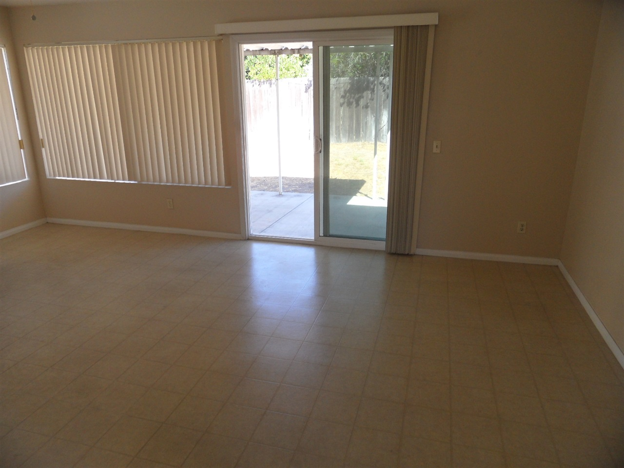 Photo 15: MIRA MESA House for sale : 3 bedrooms : 10931 Worthing Ave in San Diego