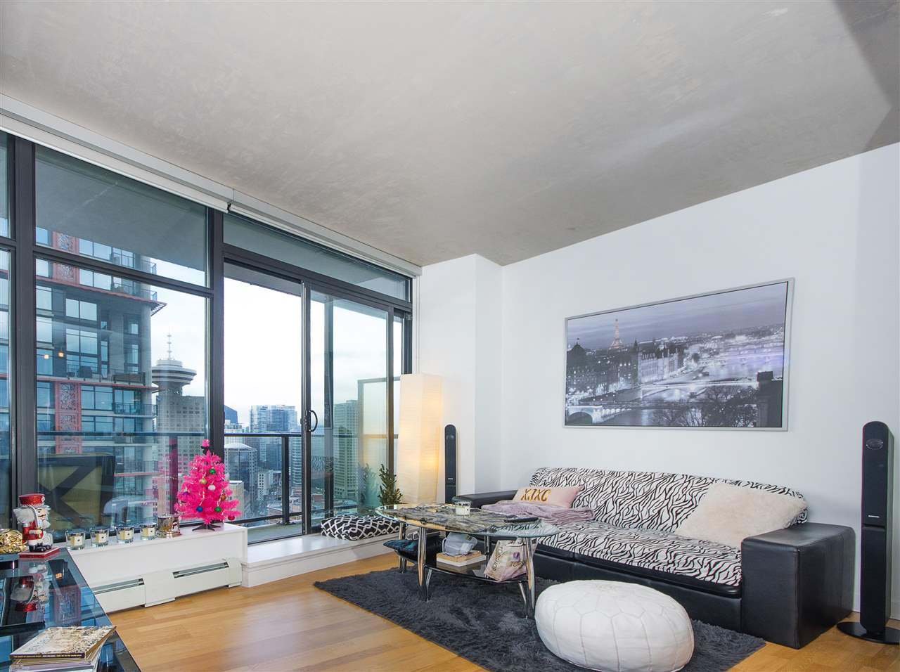 "Photo 2: PH8 108 W CORDOVA Street in Vancouver: Downtown VW Condo for sale in ""Woodwards W32"" (Vancouver West)  : MLS(r) # R2131580"