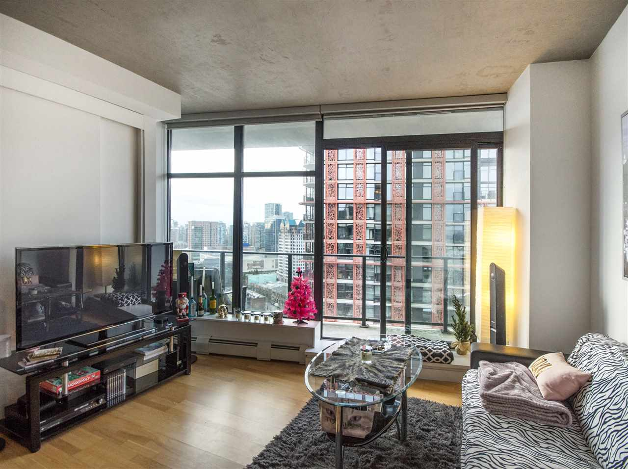 "Photo 3: PH8 108 W CORDOVA Street in Vancouver: Downtown VW Condo for sale in ""Woodwards W32"" (Vancouver West)  : MLS(r) # R2131580"