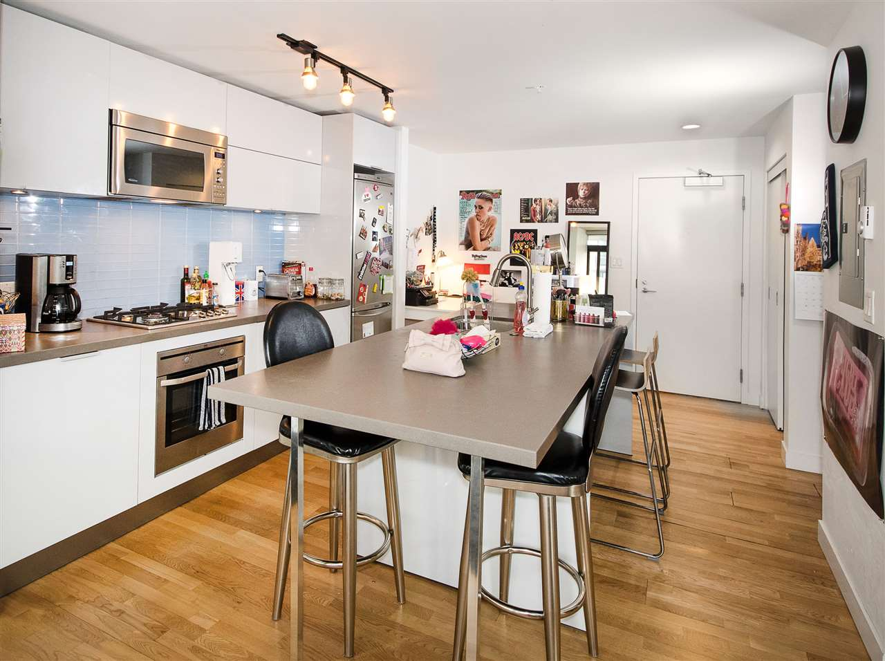 "Photo 4: PH8 108 W CORDOVA Street in Vancouver: Downtown VW Condo for sale in ""Woodwards W32"" (Vancouver West)  : MLS(r) # R2131580"