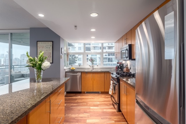 "Photo 4: 1906 120 MILROSS Avenue in Vancouver: Mount Pleasant VE Condo for sale in ""BRIGHTON"" (Vancouver East)  : MLS(r) # R2132361"