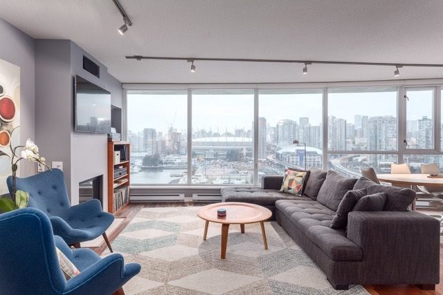 "Main Photo: 1906 120 MILROSS Avenue in Vancouver: Mount Pleasant VE Condo for sale in ""BRIGHTON"" (Vancouver East)  : MLS® # R2132361"