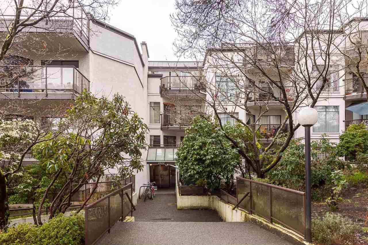 "Photo 19: 219 2222 PRINCE EDWARD Street in Vancouver: Mount Pleasant VE Condo for sale in ""SUNRISE ON THE PARK"" (Vancouver East)  : MLS® # R2150111"