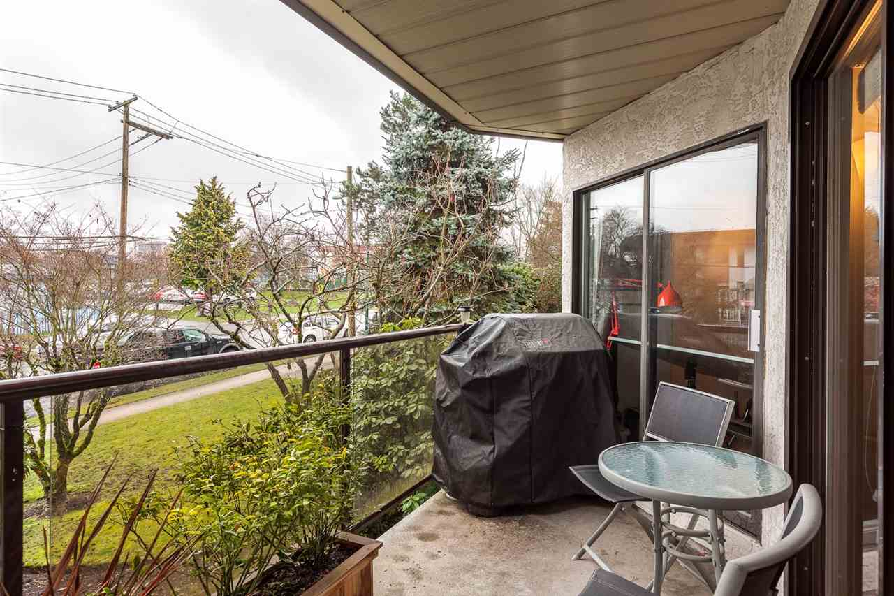 "Photo 16: 219 2222 PRINCE EDWARD Street in Vancouver: Mount Pleasant VE Condo for sale in ""SUNRISE ON THE PARK"" (Vancouver East)  : MLS® # R2150111"
