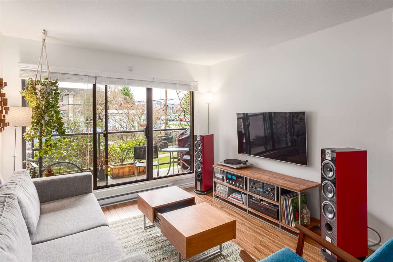 "Photo 2: 219 2222 PRINCE EDWARD Street in Vancouver: Mount Pleasant VE Condo for sale in ""SUNRISE ON THE PARK"" (Vancouver East)  : MLS® # R2150111"
