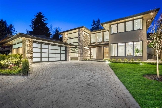 Main Photo: 1028 FOREST HILLS Drive in North Vancouver: Edgemont House for sale : MLS(r) # R2156218