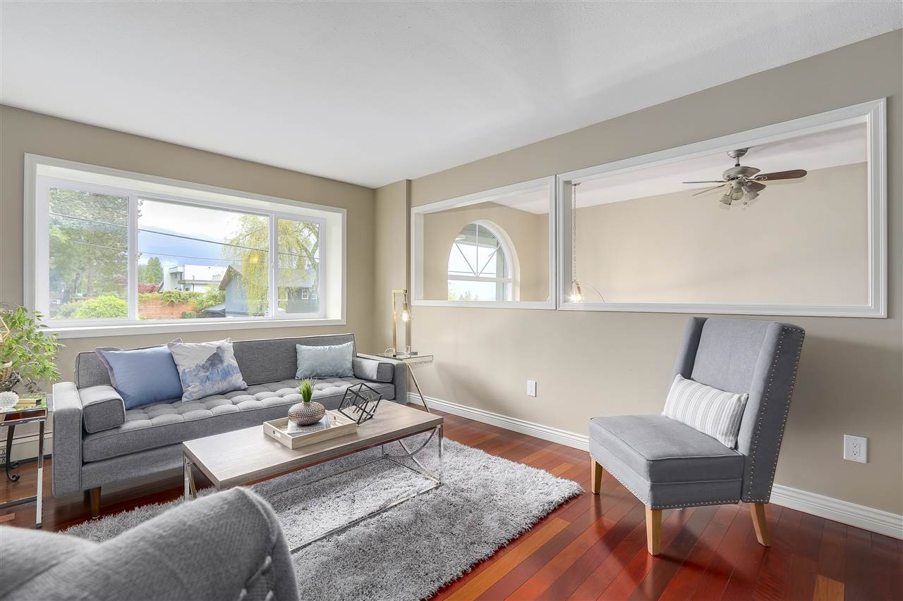 Photo 4: 4135 GOLF Drive in North Vancouver: Dollarton House for sale : MLS® # R2166776