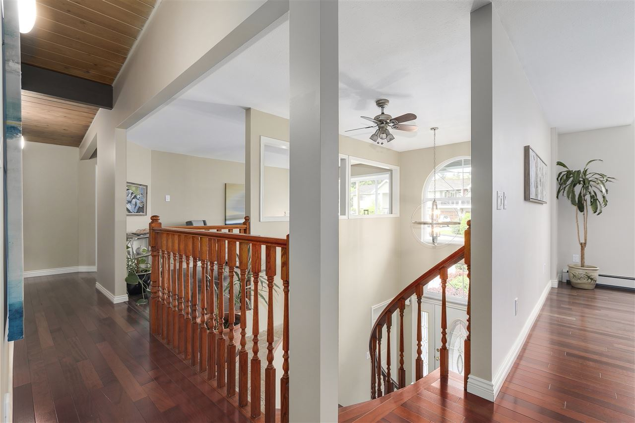 Photo 2: 4135 GOLF Drive in North Vancouver: Dollarton House for sale : MLS® # R2166776