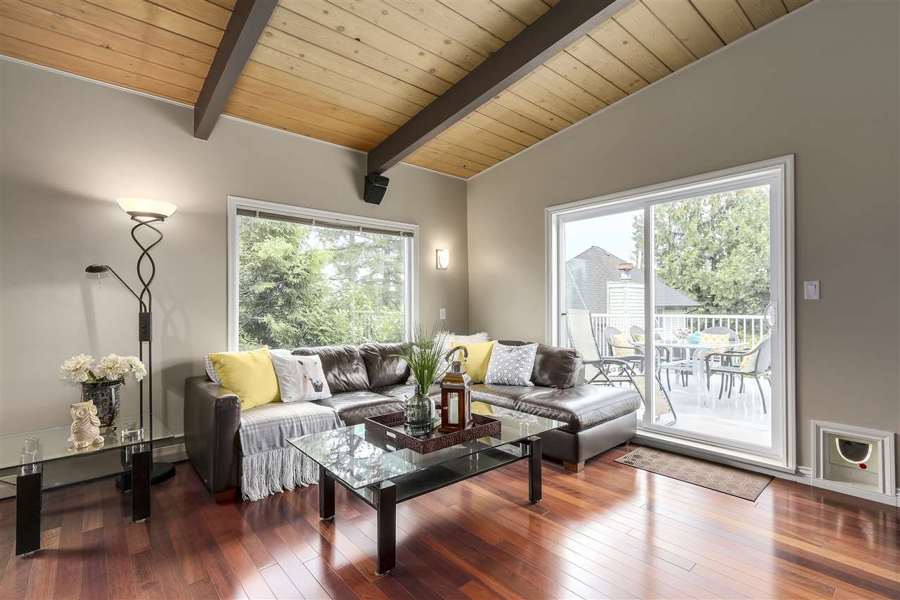 Photo 10: 4135 GOLF Drive in North Vancouver: Dollarton House for sale : MLS® # R2166776