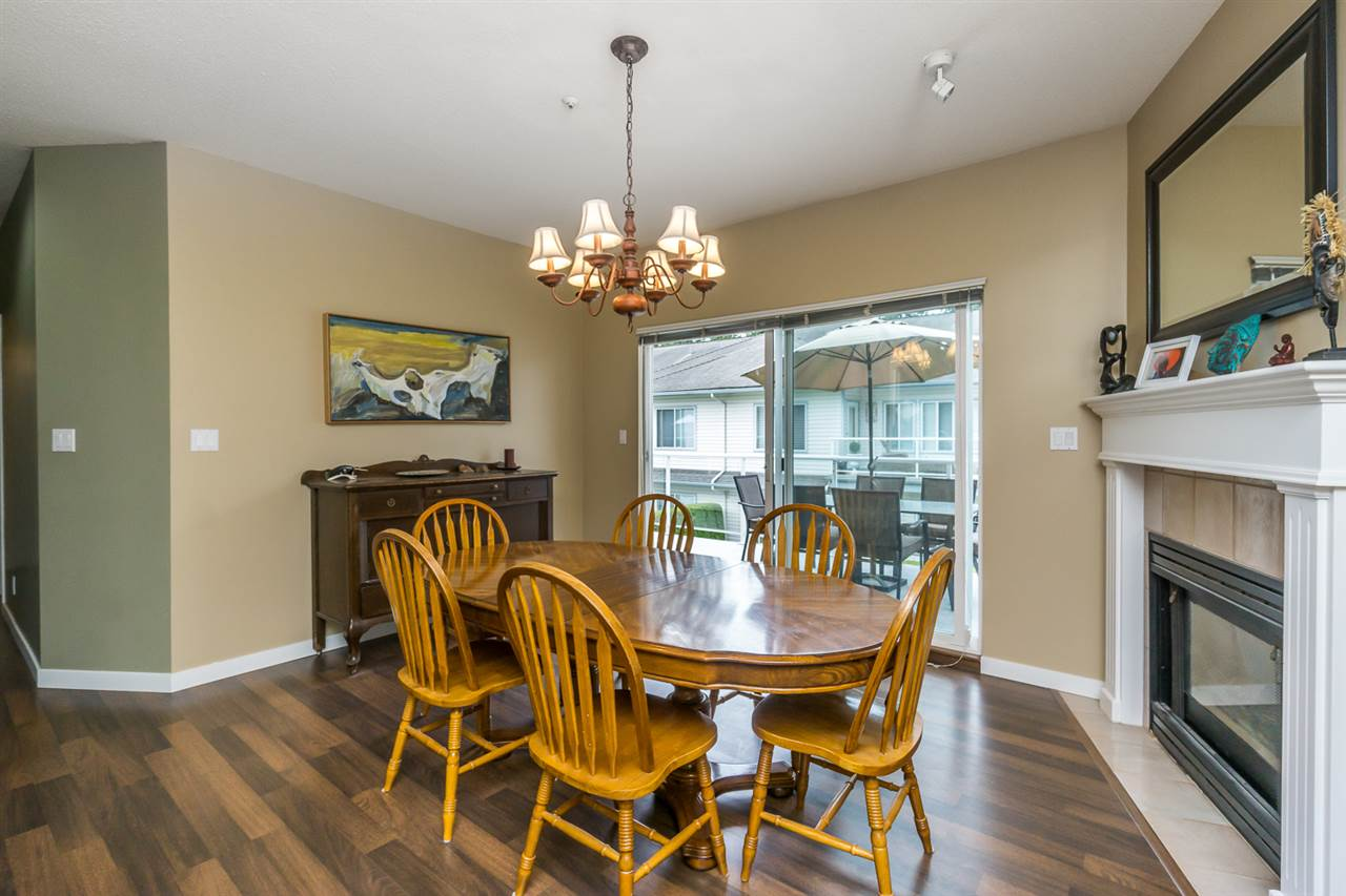 "Photo 8: 11 21579 88B Avenue in Langley: Walnut Grove Townhouse for sale in ""CARRIAGE PARK"" : MLS(r) # R2177393"