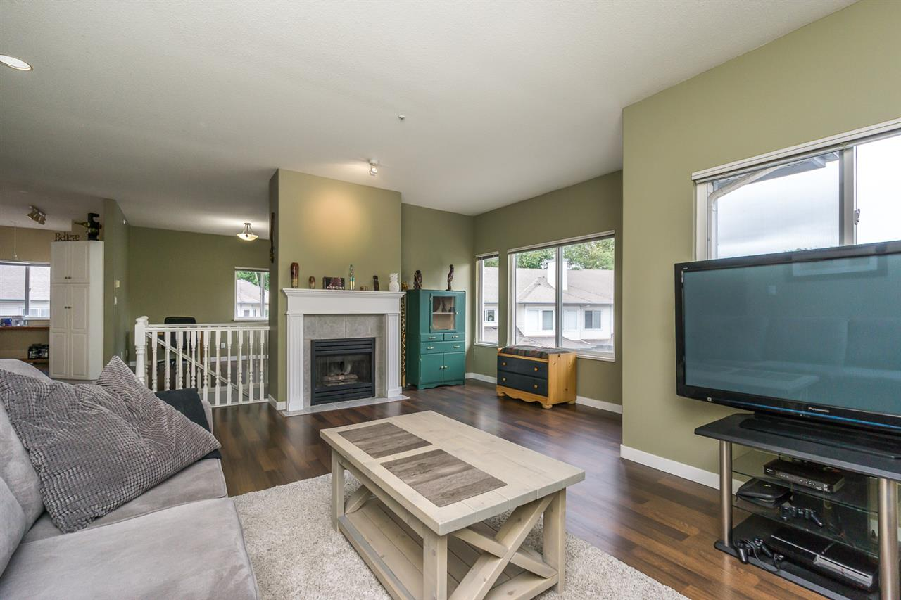 "Photo 3: 11 21579 88B Avenue in Langley: Walnut Grove Townhouse for sale in ""CARRIAGE PARK"" : MLS(r) # R2177393"