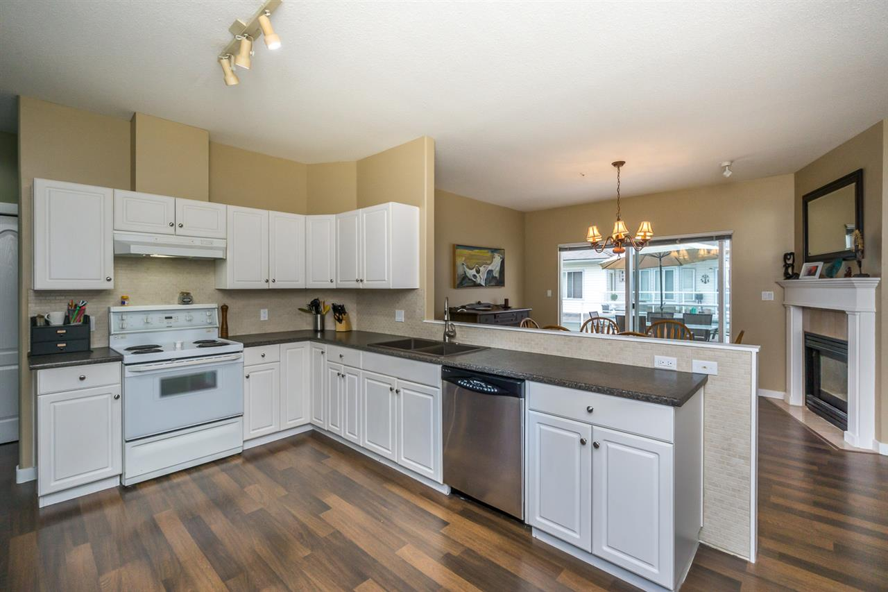 "Photo 12: 11 21579 88B Avenue in Langley: Walnut Grove Townhouse for sale in ""CARRIAGE PARK"" : MLS(r) # R2177393"