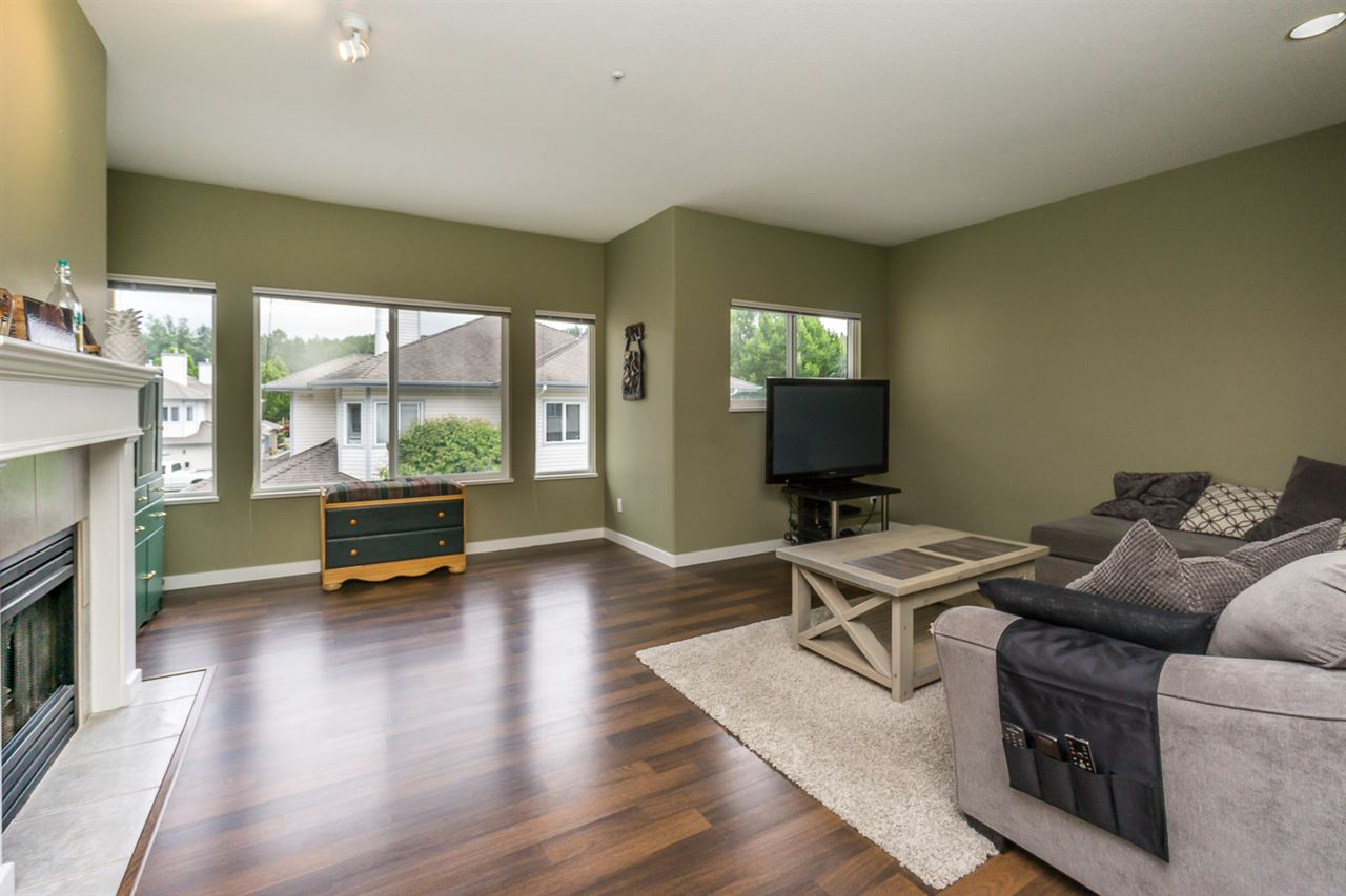 "Photo 4: 11 21579 88B Avenue in Langley: Walnut Grove Townhouse for sale in ""CARRIAGE PARK"" : MLS(r) # R2177393"