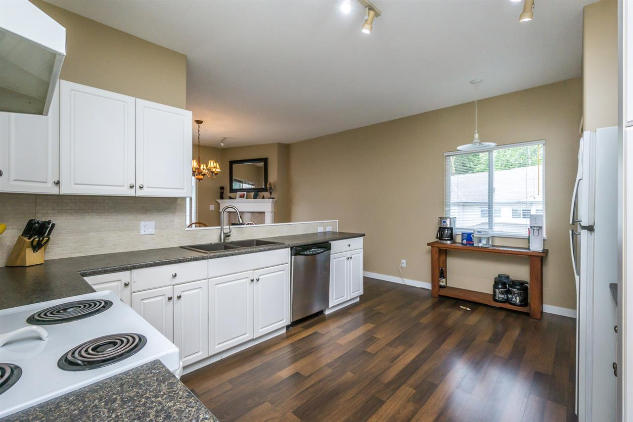 "Photo 11: 11 21579 88B Avenue in Langley: Walnut Grove Townhouse for sale in ""CARRIAGE PARK"" : MLS(r) # R2177393"