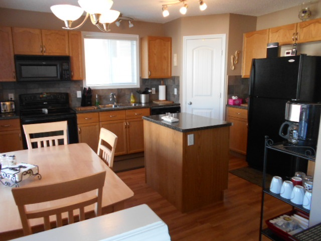 Lovely Kitchen - All Appliances to Stay