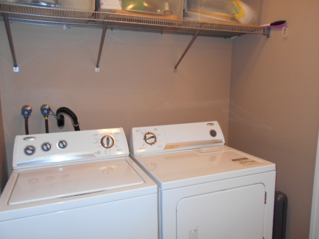 Washer & Dryer to Stay