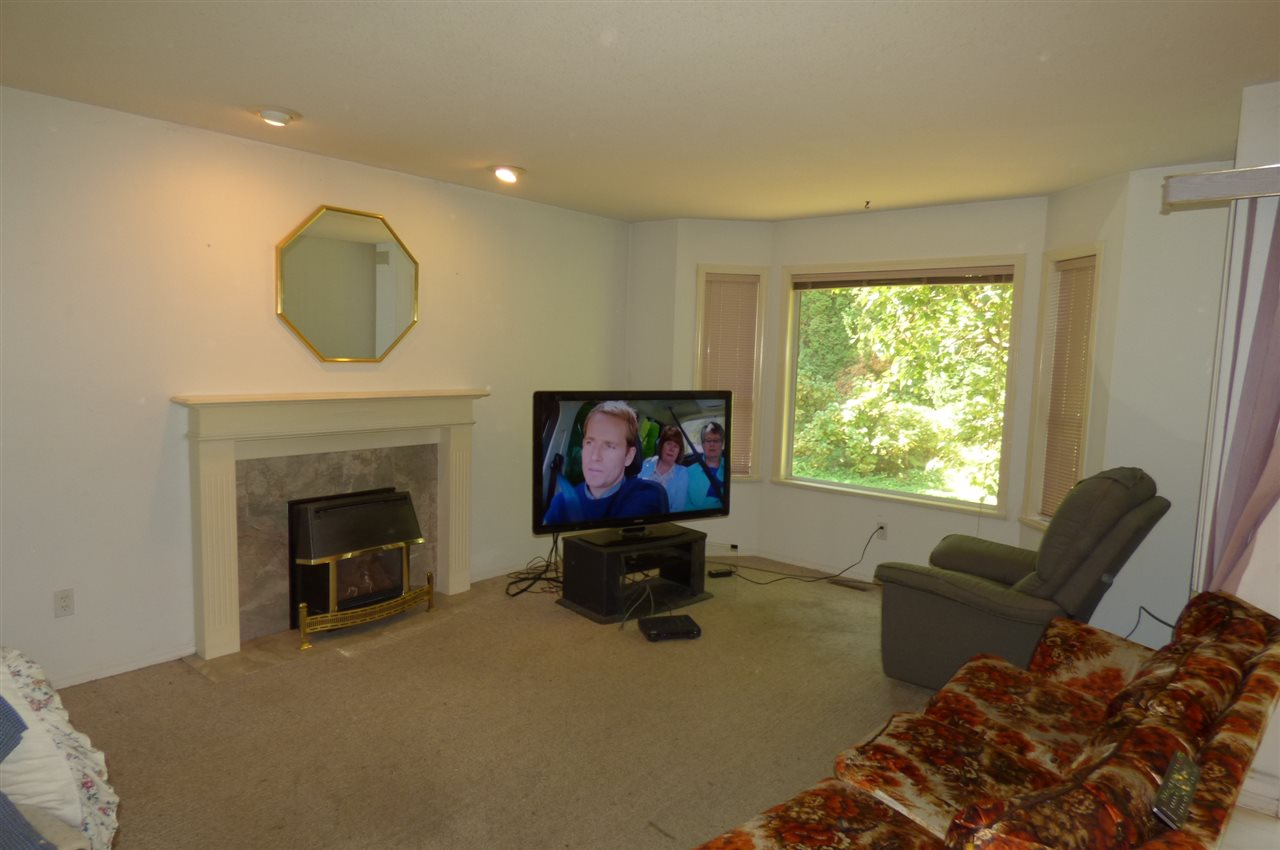 Photo 5: Photos: 7665 SAPPHIRE Drive in Sardis: Sardis West Vedder Rd House for sale : MLS® # R2198091