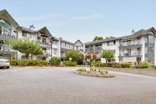 "Main Photo: 117 11601 227 Street in Maple Ridge: East Central Condo for sale in ""Castlemount"" : MLS® # R2203079"