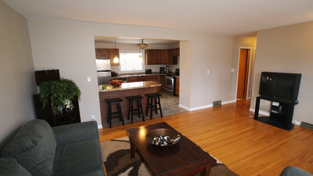 Photo 4: 31 Bayview Drive in Winnipeg: Transcona Residential for sale (North East Winnipeg)  : MLS® # 1221452