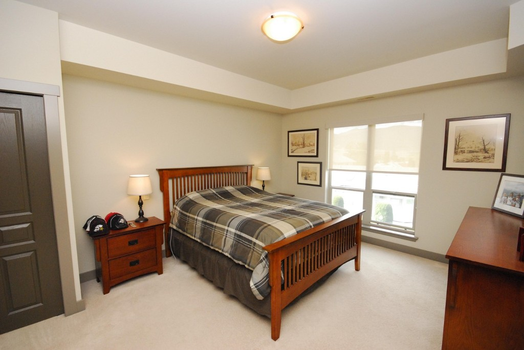 Photo 2: 203 873 Forestbrook Drive in Penticton: Main North Multifamily for sale : MLS(r) # 142499