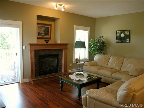 Photo 6: 51 DeGoutiere Place in VICTORIA: VR Six Mile Residential for sale (View Royal)  : MLS(r) # 326600