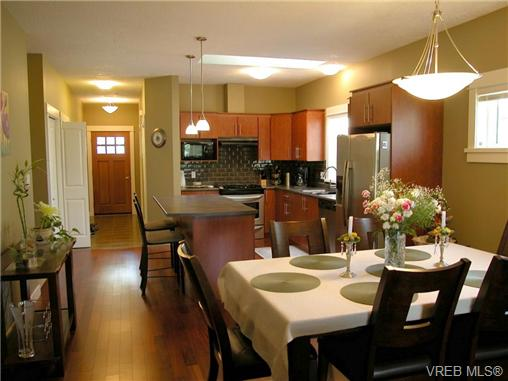 Photo 3: 51 DeGoutiere Place in VICTORIA: VR Six Mile Residential for sale (View Royal)  : MLS(r) # 326600