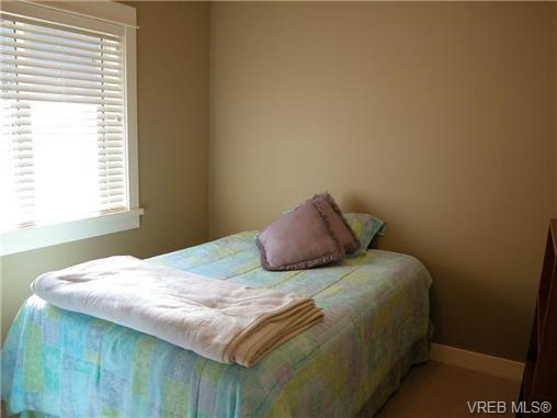 Photo 10: 51 DeGoutiere Place in VICTORIA: VR Six Mile Residential for sale (View Royal)  : MLS(r) # 326600