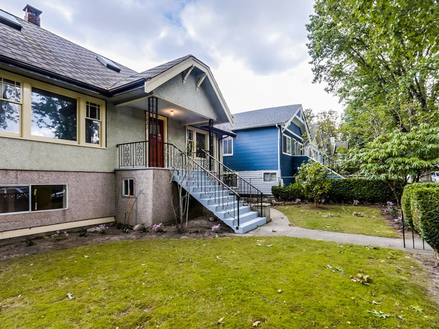 "Main Photo: 1031 E 21ST Avenue in Vancouver: Fraser VE House for sale in ""CEDAR COTTAGE"" (Vancouver East)  : MLS®# R2000939"