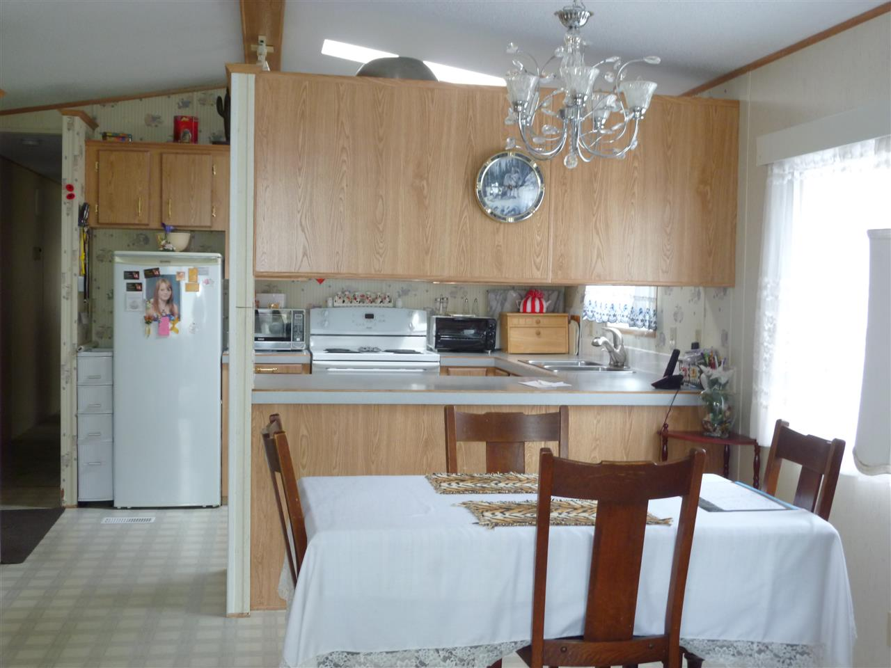 "Photo 3: Photos: 14 5575 MASON Road in Sechelt: Sechelt District Manufactured Home for sale in ""MASON RD MOBILE HOME PARK"" (Sunshine Coast)  : MLS®# R2056997"