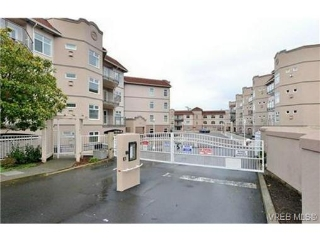Main Photo: 112 1083 Tillicum Road in VICTORIA: Es Kinsmen Park Condo Apartment for sale (Esquimalt)  : MLS(r) # 365670