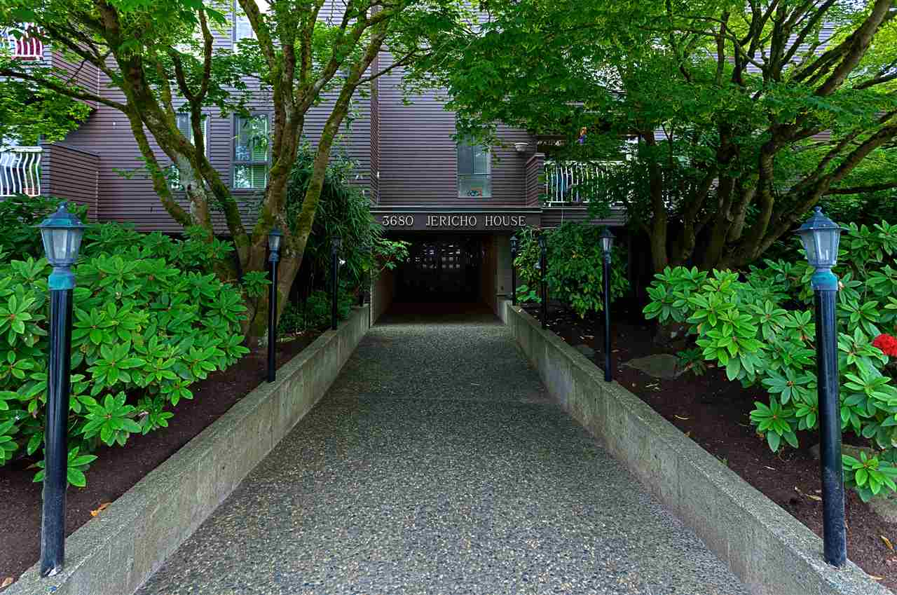 "Main Photo: 401 3680 W 7TH Avenue in Vancouver: Kitsilano Condo for sale in ""JERICHO HOUSE"" (Vancouver West)  : MLS(r) # R2078585"