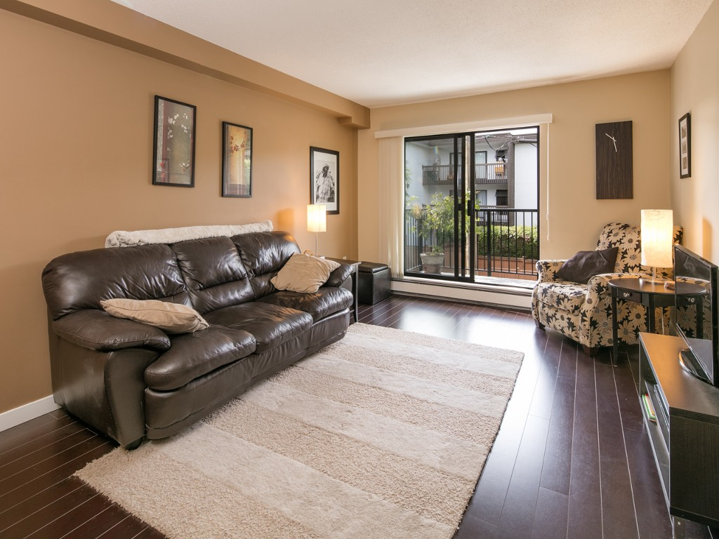 "Photo 1: 201 288 E 14TH Avenue in Vancouver: Mount Pleasant VE Condo for sale in ""Villa Sophia"" (Vancouver East)  : MLS(r) # R2086835"