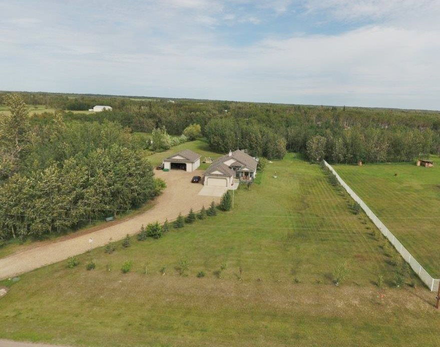 Photo 2: 4 Lost Point Lake Drive: Rural Sturgeon County House for sale : MLS(r) # E4049296