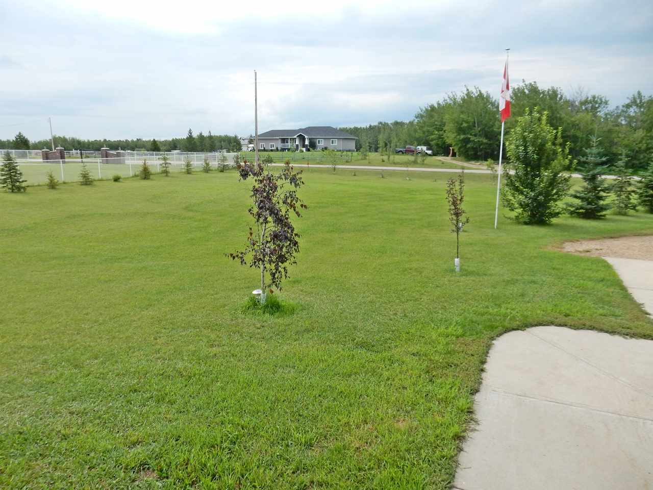 Photo 4: 4 Lost Point Lake Drive: Rural Sturgeon County House for sale : MLS(r) # E4049296