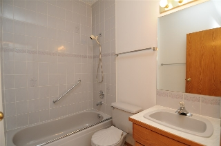 Main floor 4 piece bath