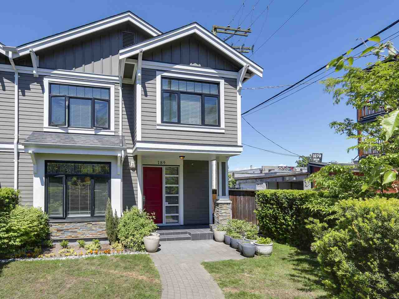 "Main Photo: 189 E 17TH Avenue in Vancouver: Main Townhouse for sale in ""THE MIX"" (Vancouver East)  : MLS(r) # R2170982"