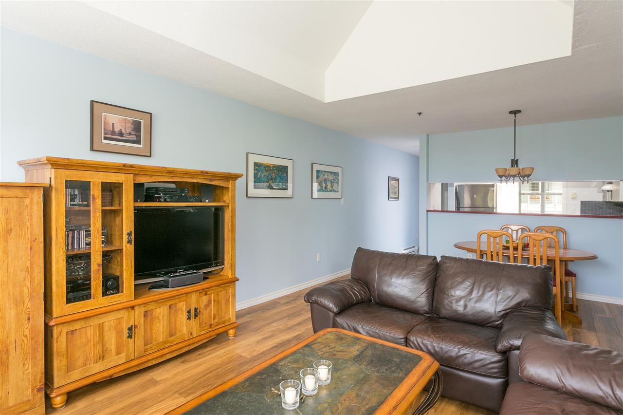 "Photo 3: PH1 8728 SW MARINE Drive in Vancouver: Marpole Condo for sale in ""RIVERVIEW COURT"" (Vancouver West)  : MLS® # R2186634"