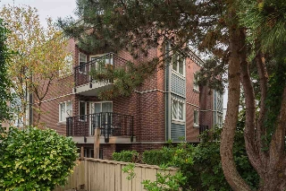 "Main Photo: 304 2239 W 1ST Avenue in Vancouver: Kitsilano Condo for sale in ""Ocean Gardens"" (Vancouver West)  : MLS® # R2205823"