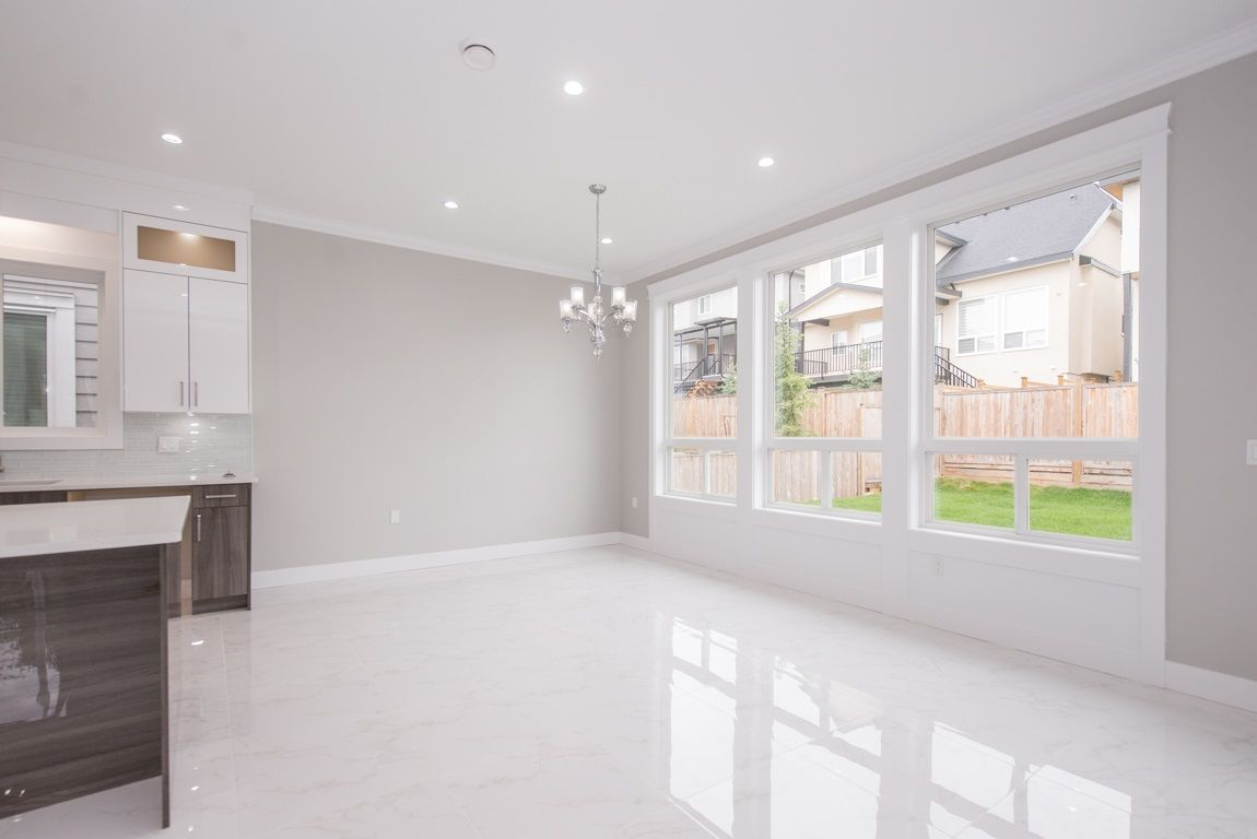 Photo 7: Photos: 7712 154A Street in Surrey: Fleetwood Tynehead House for sale : MLS® # R2214172