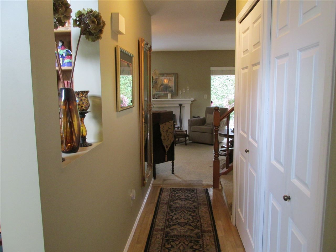 "Photo 3: Photos: 8 34942 MT BLANCHARD Drive in Abbotsford: Abbotsford East Townhouse for sale in ""Rose Garden"" : MLS® # R2236852"