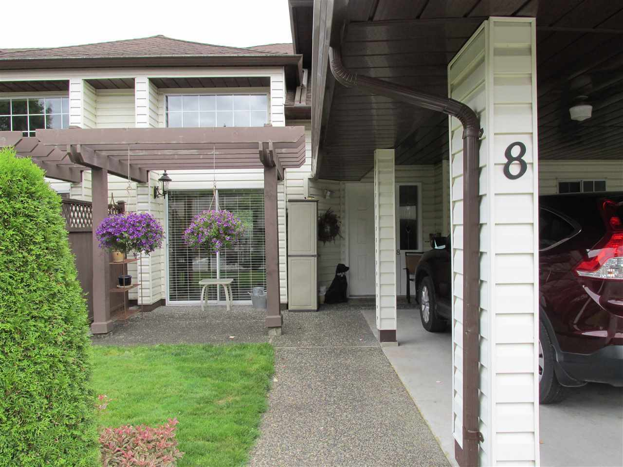 "Photo 2: Photos: 8 34942 MT BLANCHARD Drive in Abbotsford: Abbotsford East Townhouse for sale in ""Rose Garden"" : MLS® # R2236852"