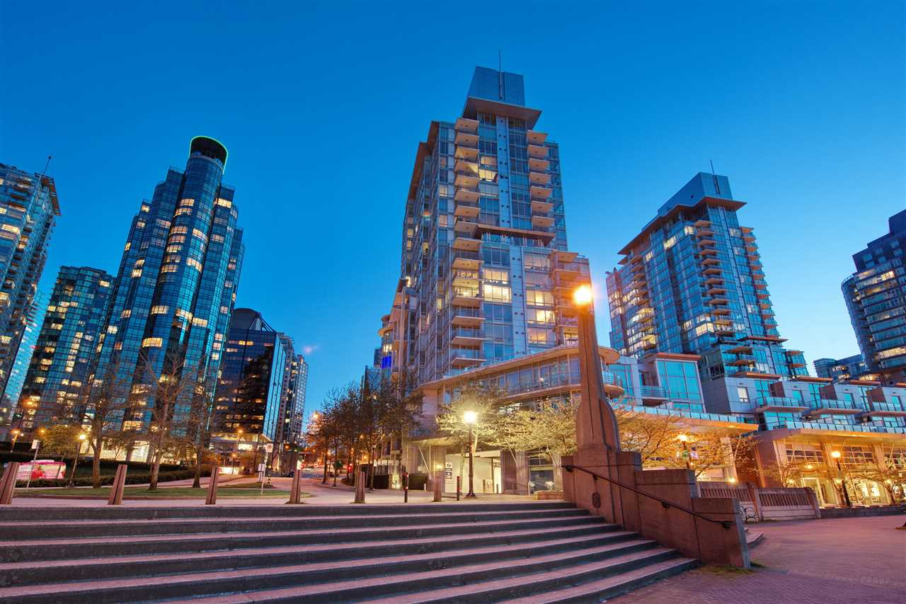 "Main Photo: 404 499 BROUGHTON Street in Vancouver: Coal Harbour Condo for sale in ""The Denia Waterfront Place"" (Vancouver West)  : MLS®# R2260501"