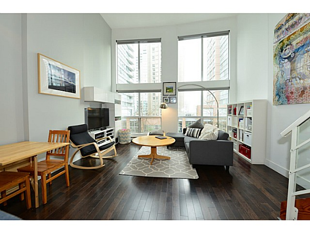 "Main Photo: 318 933 SEYMOUR Street in Vancouver: Downtown VW Condo for sale in ""THE SPOT"" (Vancouver West)  : MLS(r) # V1043442"