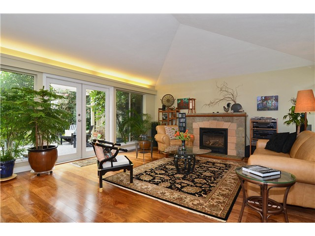 Photo 2: 4050 W 36TH Avenue in Vancouver: Dunbar House for sale (Vancouver West)  : MLS® # V1109327
