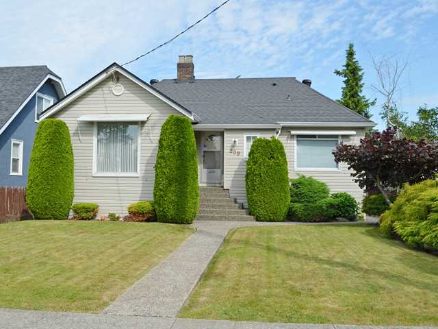 "Main Photo: 809 EIGHTH Avenue in New Westminster: Moody Park House for sale in ""MOODY PARK"" : MLS®# V1126724"
